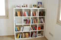 Una piccola biblioteca a disposizione per le consultazioni dei soci