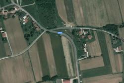 La sede si trova all'angolo della sp59 con via Borgo Marano, tra i comuni di Moruzzo e Pagnacco